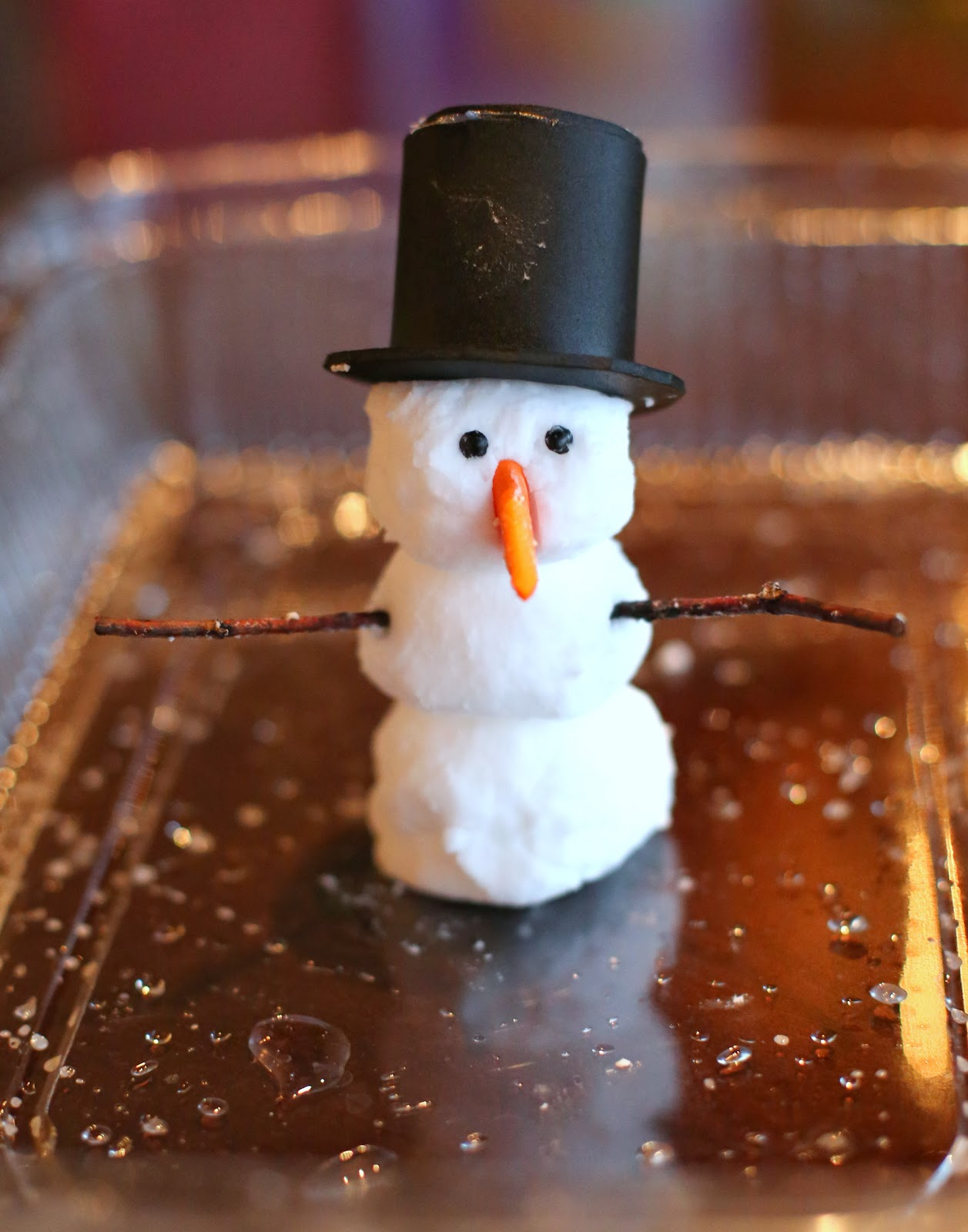 foaming dough snowman - fun at home with kids
