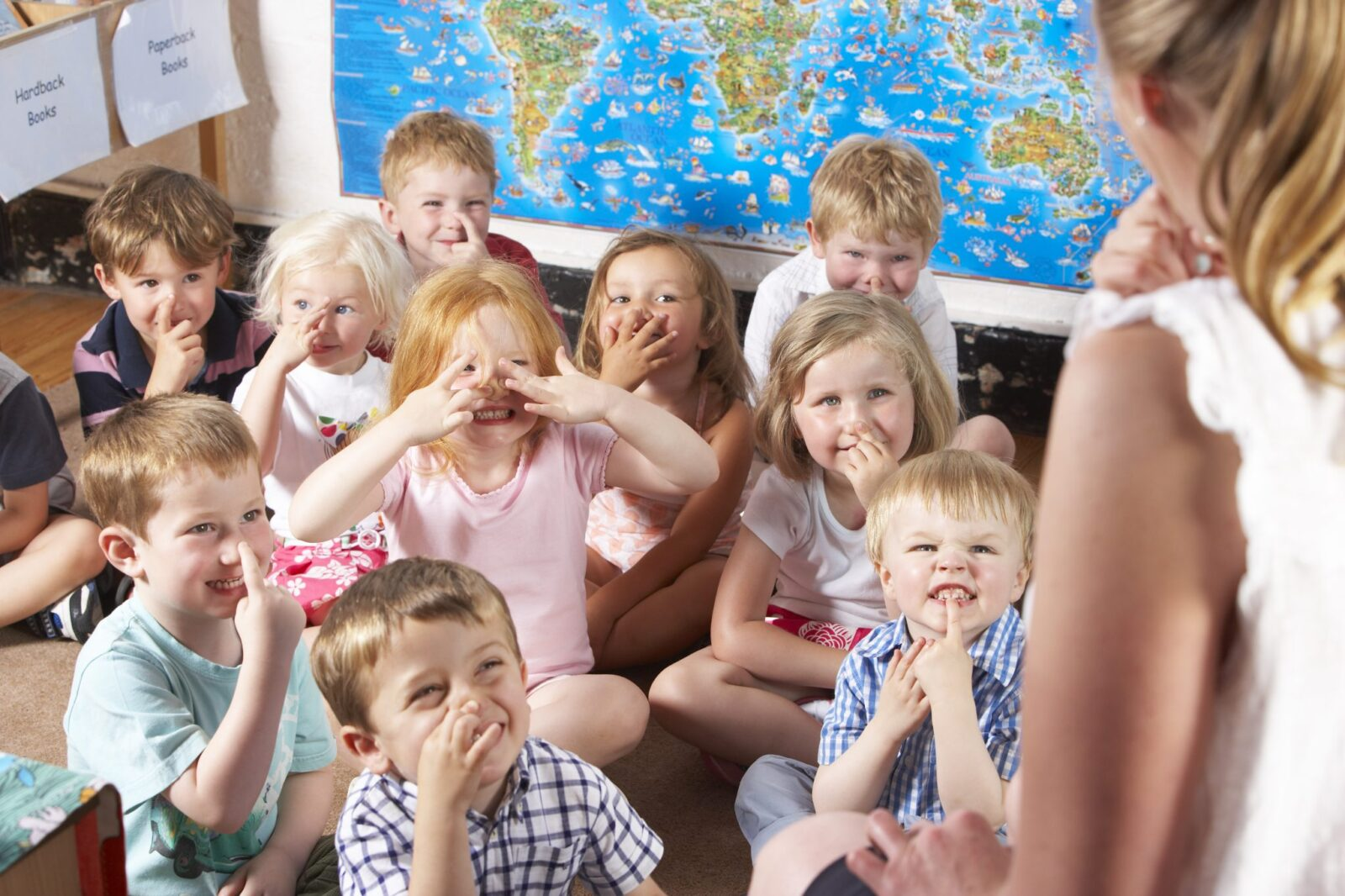 kids using sign language as a classroom management strategy